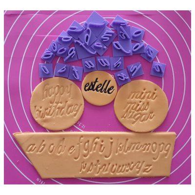 Lot de tampons lettres pour biscuits + 2 emporte pièces