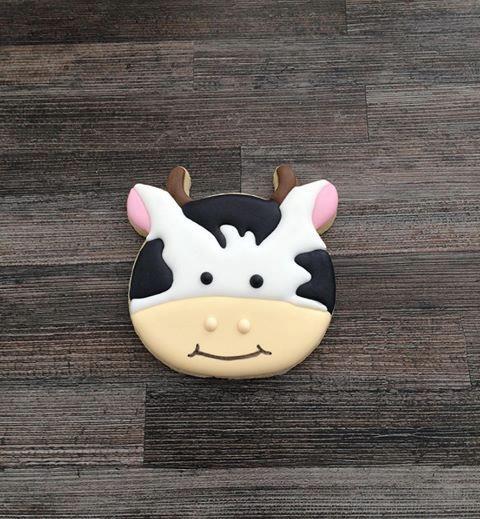 Une bouche et c'est fini ! Votre pas à pas biscuit décorés vous permet maintenant de réaliser une superbe vache sugar cookie !