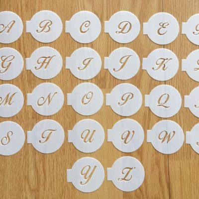 Lot de 26 mini pochoirs lettres Majuscules Birds of paradise