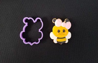 Emporte pièce contour abeille noeud