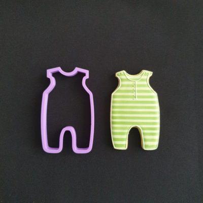 Emporte pièce contour pyjama bébé